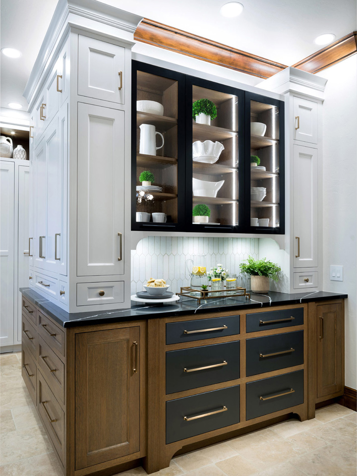 Contemporary Gaillardia Kitchen design created with our custom cabinetry in multiple finishes