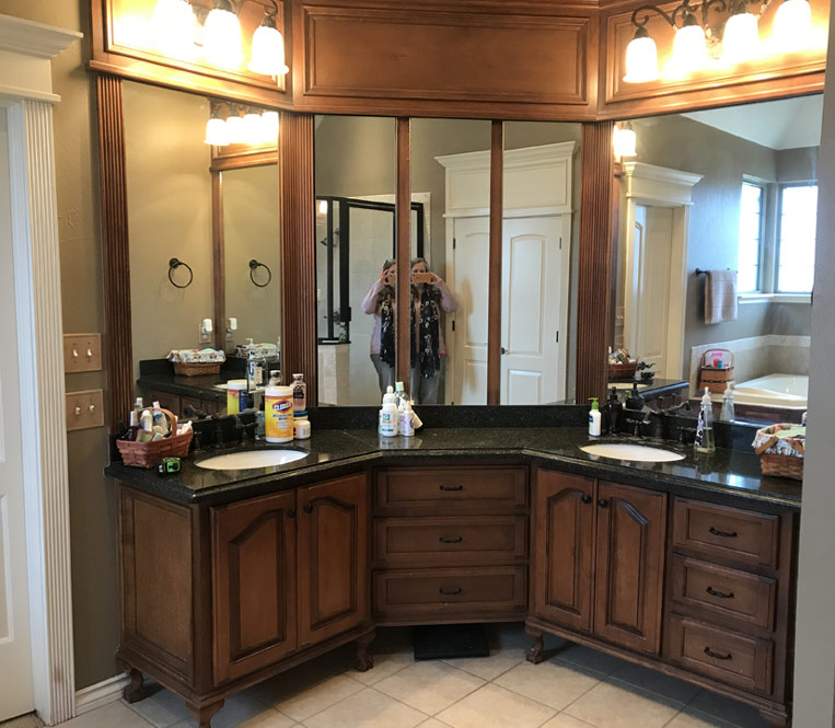 BEFORE corner vanity with builders grade cabinet and finish